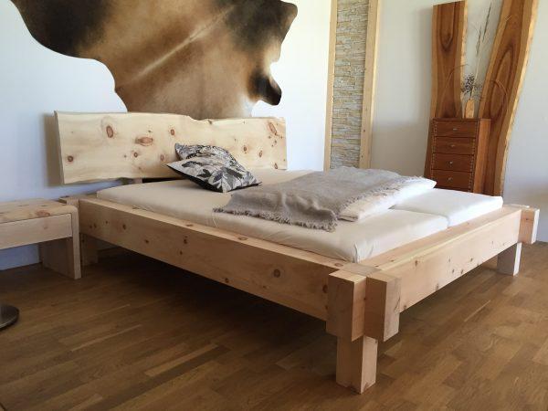 Zirbenbett oder Zirbenholzbett Garmisch aus der Zirbenmanufaktur Schuster in Sulzemoos bei München Ihr Naturbettenspezialist