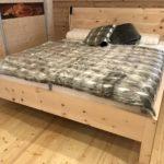 Massivholzbett, Zirbenholzbett Modell Augsburg aus der Bettenmanufaktur Schuster Sulzemoos bei München